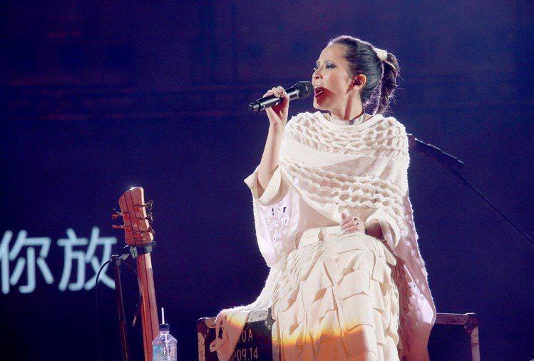 詹朴APUJAN設計團隊2014年為楊乃文設計演唱會服裝。圖/聯合報資料照