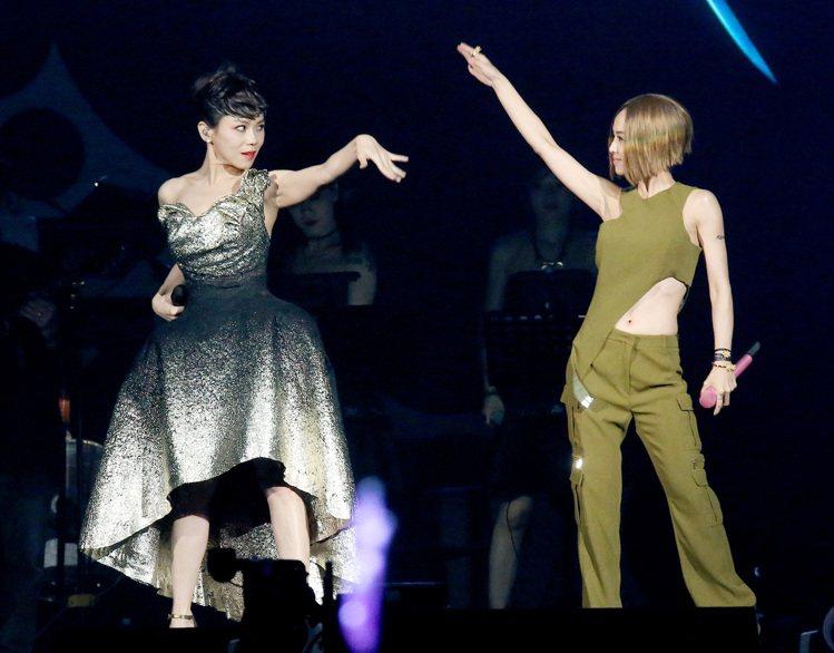 Hausenn 團隊設計師張祐豪為蔡健雅打造的另一套洋裝。圖/聯合報資料照
