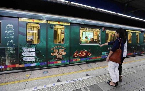 台北捷運驚現香港萬聖節意列車,搭乘主題車廂彷彿進入刺激驚喜的冒險旅程。 圖/港旅...