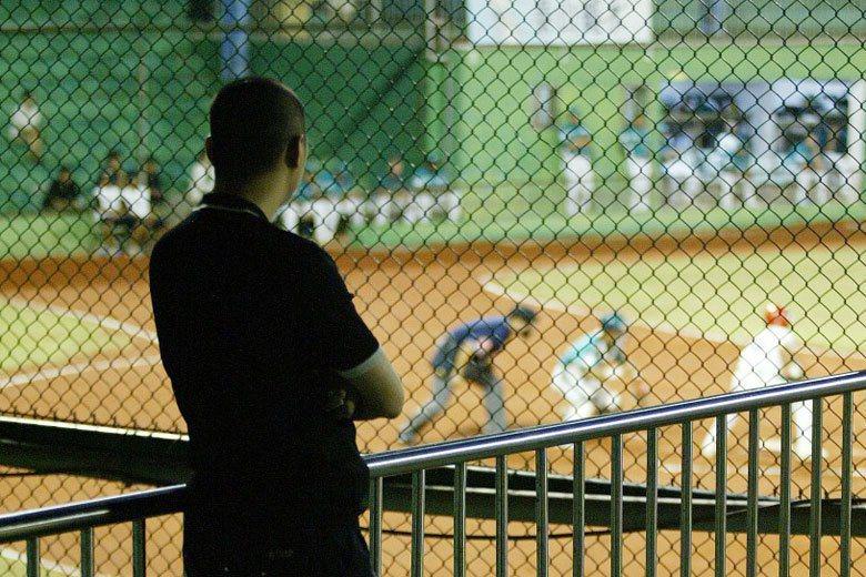 從近二十年前職棒放水案首發至今,台灣人對中職一直有所懷疑,維繫球迷信任感的是少數的指標性球員。 圖/聯合報系資料照片