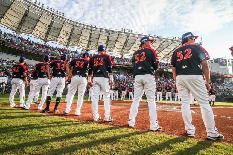 當台灣棒球圈能擁有無數大大小小的「陳金鋒」時,真正有意義的部份,已經永遠留了下來。 攝影/記者楊萬雲