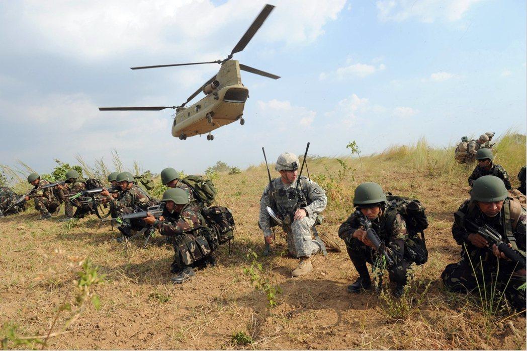 資料圖片:2015年的美菲軍演。 圖/法新社