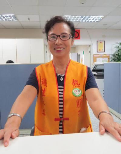 66歲施濿珠的志工「事業」服務他人,也讓她年輕。 記者范榮達/攝影