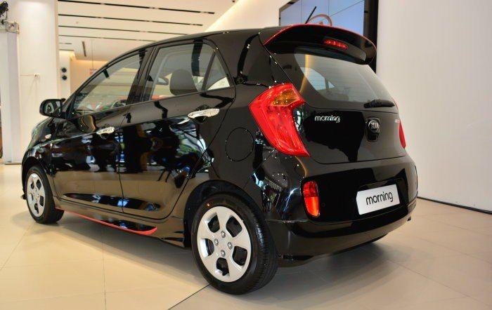 頂級車型追加LED日行燈與LED尾燈導光條。 圖/趙惠群