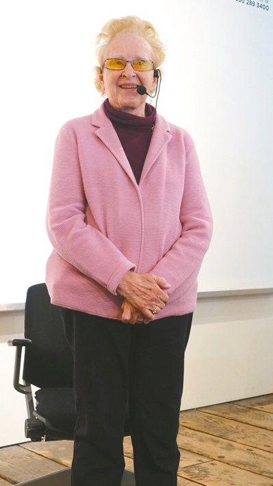 六十五歲是退休年紀,她卻在近九旬高齡實踐兒時夢想。九十二歲老奶奶芭芭拉.貝斯金(...