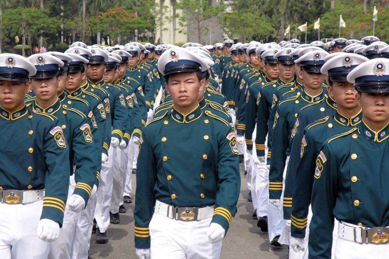 要扭轉大眾對軍校生的刻板印象,中正預校演辯社就不該廢社