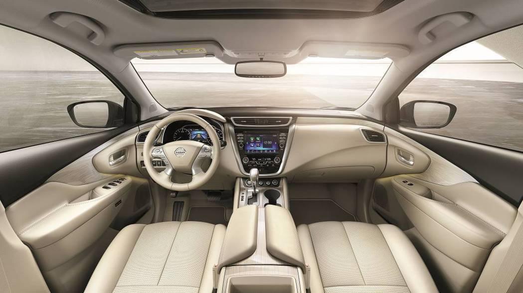車室採用零重力設計概念,座艙及中控台以鷗翼造型設計,塑造出適合所有乘員、豪華舒適...