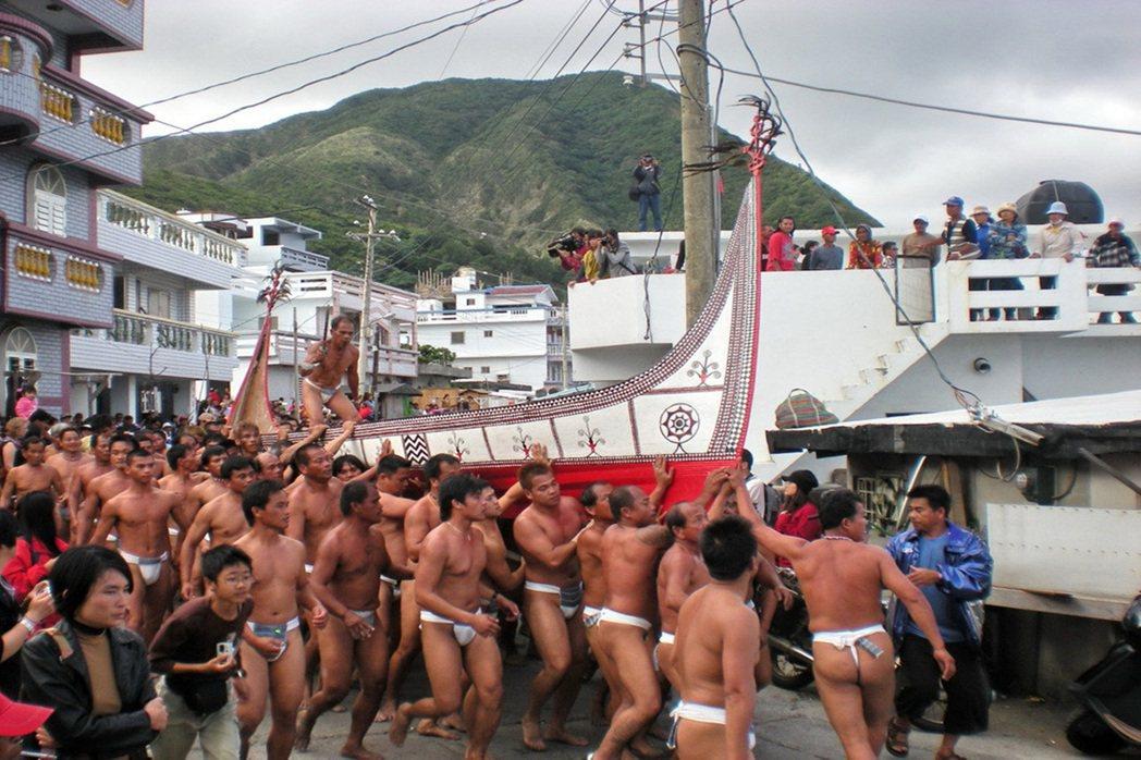 蘭嶼獨特且豐富的生態、文化,每年吸引大批遊客前往觀光。 本報資料照片