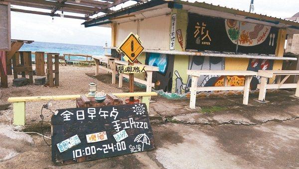 蘭嶼島上的招牌,取材自然、設計簡單,成了島上的一大特色。 記者尤聰光/攝影