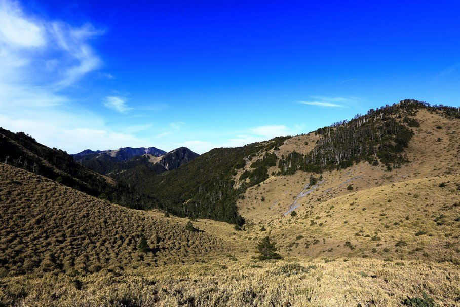 博可爾大草原,因為雪霸的失能封山,十幾年來看過如此美麗景色的山友全都「違法」。 圖/作者自攝