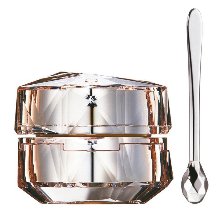 肌膚之鑰精質眼霜N附上長柄精細的按摩小工具,15ml/8,800元。 圖/業者提...