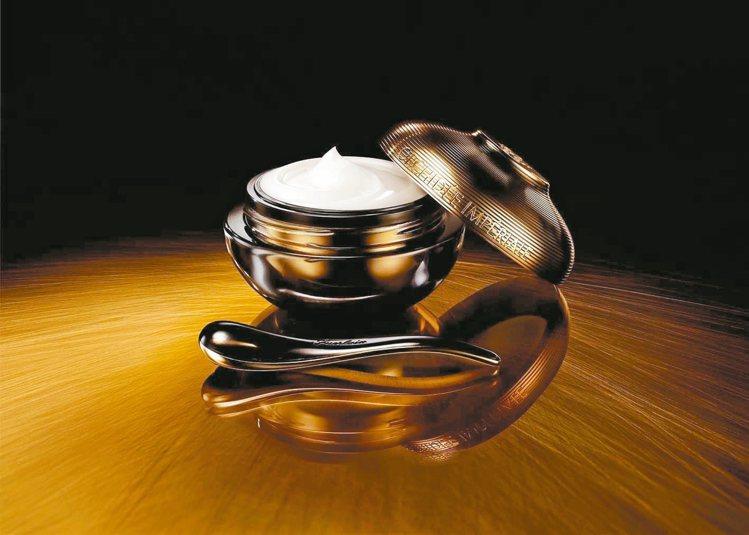 黑蘭鑽極萃乳霜附贈高科技精密陶瓷滾輪按摩棒,50ml/42,500元。 圖/業者...