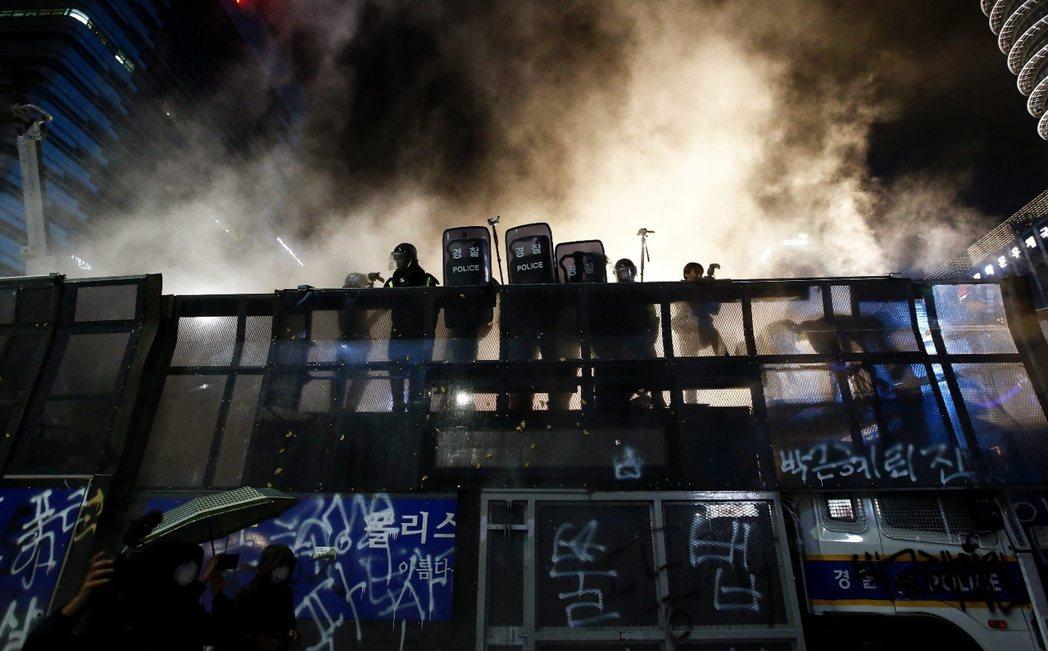 自去年11月14日之後,國家公權力已失去了韓國民眾的信任。 圖/歐新社