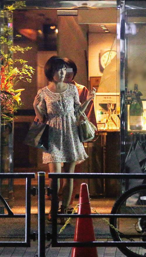 紗倉真菜也曾被拍到與演藝圈大哥約會。 圖片來源/ fc2