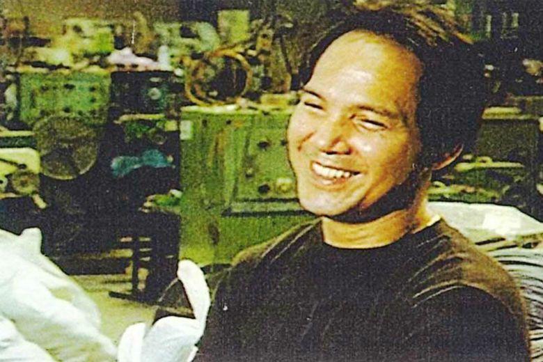 1999年台灣電影陷入低潮,六位年輕導演合辦「純十六獨立影展」,對抗主流和商業思維。圖為第一屆「純十六影展」六部選片之一《紅葉傳奇》資料照,照片為當年的紅葉捕手江紅輝。 圖/蕭菊貞《紅葉傳奇》