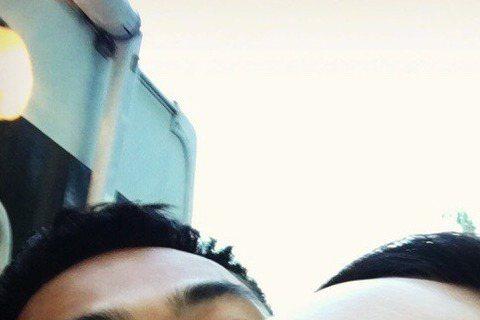 舒淇日前才剛閃婚,就急忙地趕到捷克拍攝馮德倫新電影。而該場戲還與楊祐寧、劉德華一起同台飆戲,戲外楊祐寧與舒淇兩人還在IG、微博俏皮對話,讓許多網有直呼「對話太可愛了啦」。6日楊祐寧在微博曝光合照,照...