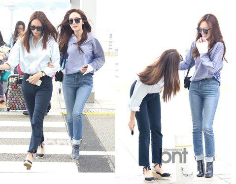 韓國歌手Jessica、Krystal兩人7日現身仁川機場,並一起前往香港出席品牌活動。這兩位鄭氏姐妹檔一合體就話匣子打開,兩人挽手同行、還一邊聊天,看得出兩人感情非常好。