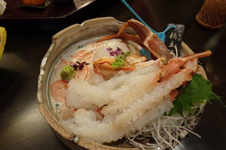 「蟋蟀樓」以新鮮食材知名,加能蟹是冬季招牌。圖/天下文化提供