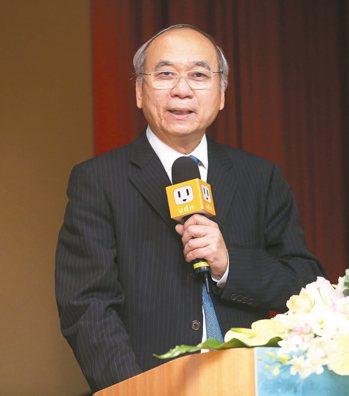 高雄長庚醫院榮譽院長陳肇隆年過65歲仍致力於醫援國際、經驗傳承與環境改造