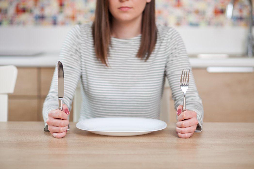 肚子發出聲音,真是飢餓發出訊號嗎? 圖/shutterstock