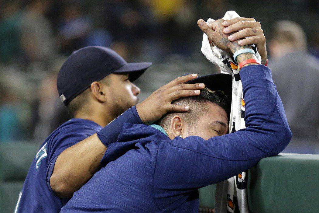 水手鏖戰10局仍以1分之差輸給運動家,正式無緣季後賽,球員也面露失望表情。 美聯...