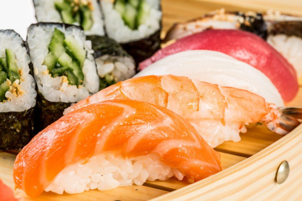 有南韓網友日前上傳照片到網路,表示在日本大阪某壽司店用餐時,壽司醋飯上塗過多山葵...