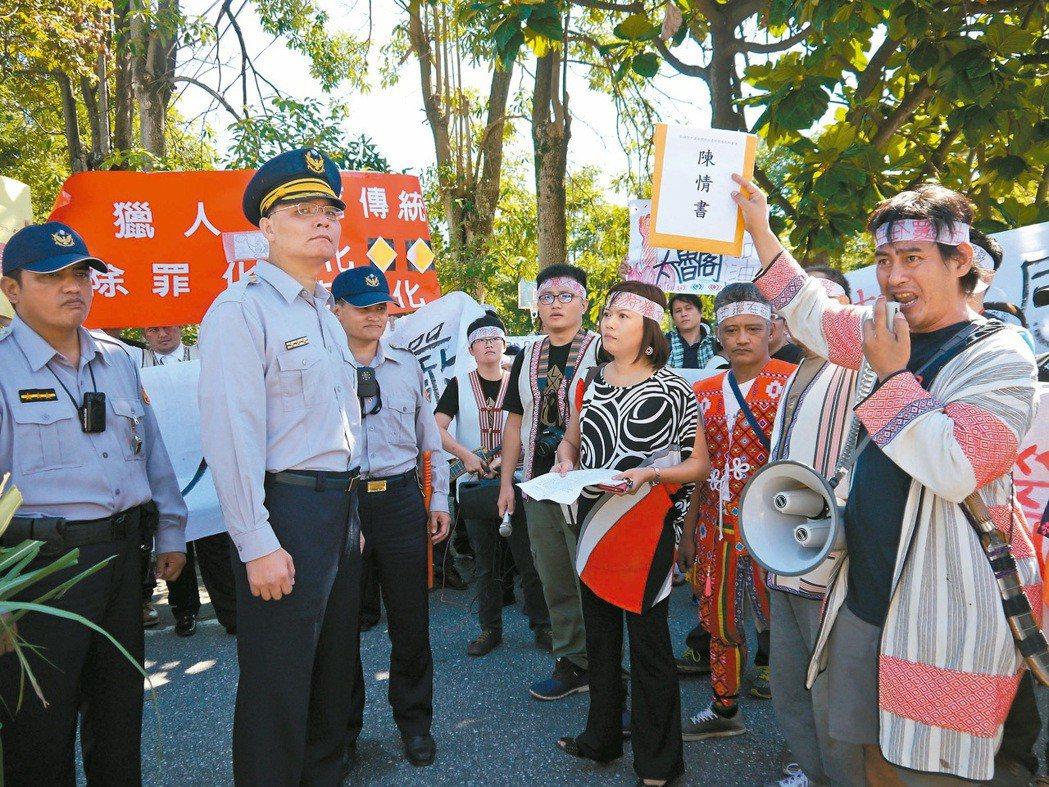 抗議狩獵權遭打壓,太魯閣族人到花蓮縣警察局陳情。 圖/聯合報資料照片