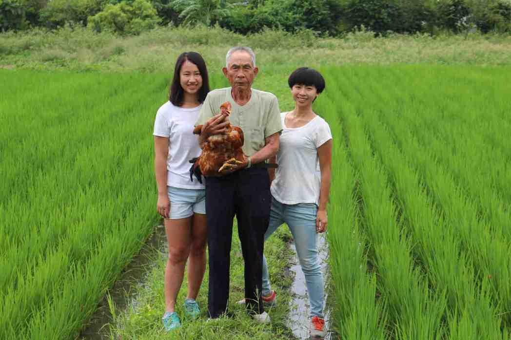 徐氏姐妹的阿公是台灣所剩不多的閹雞師傅,也是花蓮唯一的一位,她們今年暑假踏上閹雞...