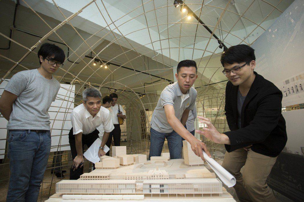 新竹市舊城再生基地即日起舉行「Refresh再介入-回新竹做設計」展覽,邀請新竹...