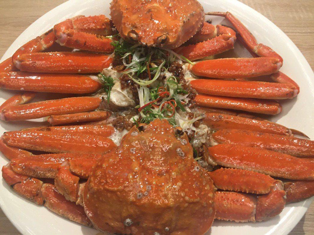 秋蟹正肥美,多家飯店也推螃蟹季活動。記者邱瓊平/攝影