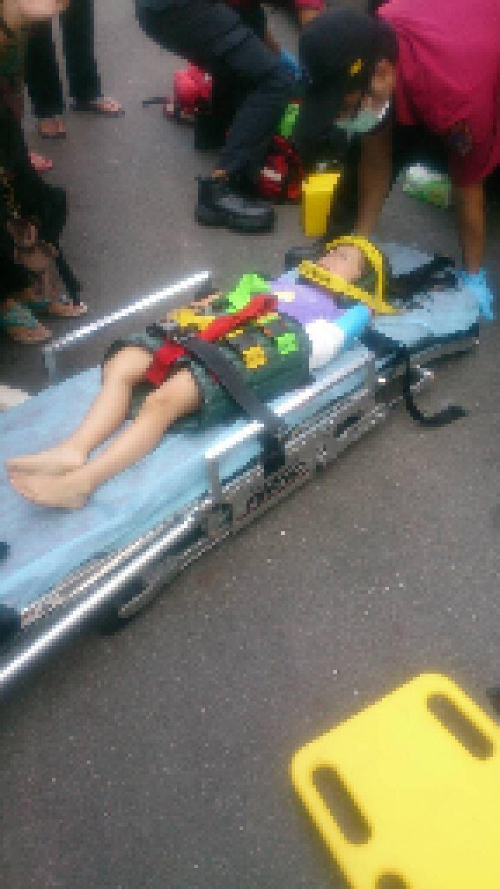 女童意識清醒,左手臂及右大腿骨折,送醫治療後已無生命危險,警方正在釐清墜樓原因。...