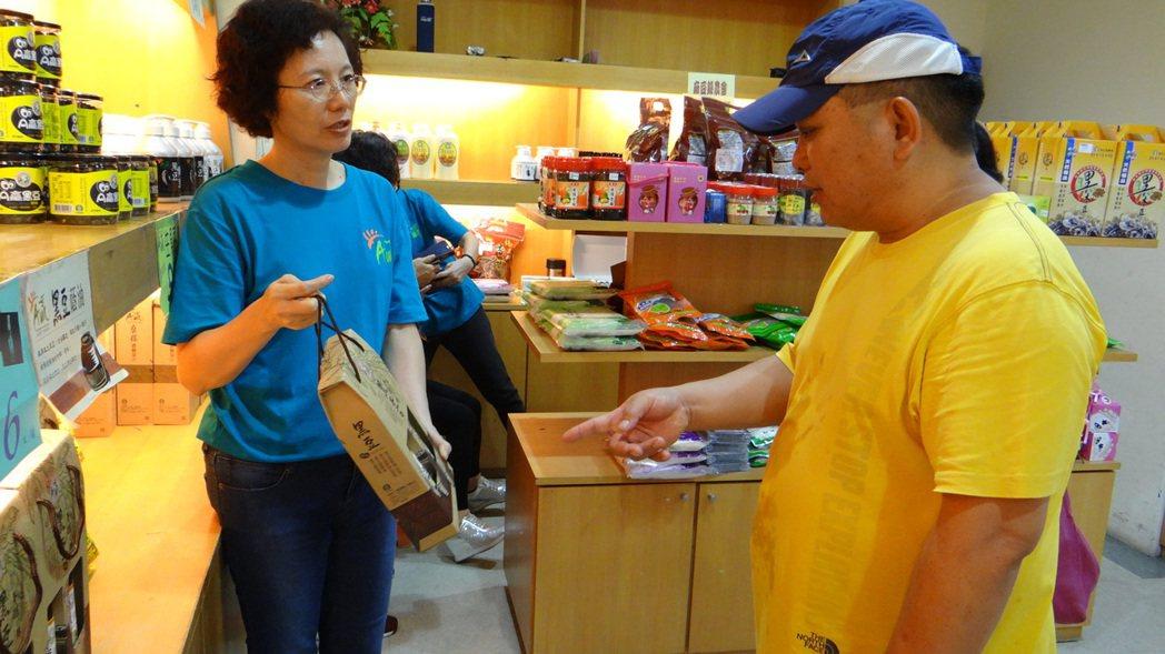 天氣放晴,台南下營農會產業文化活動現人潮。記者謝進盛/攝影