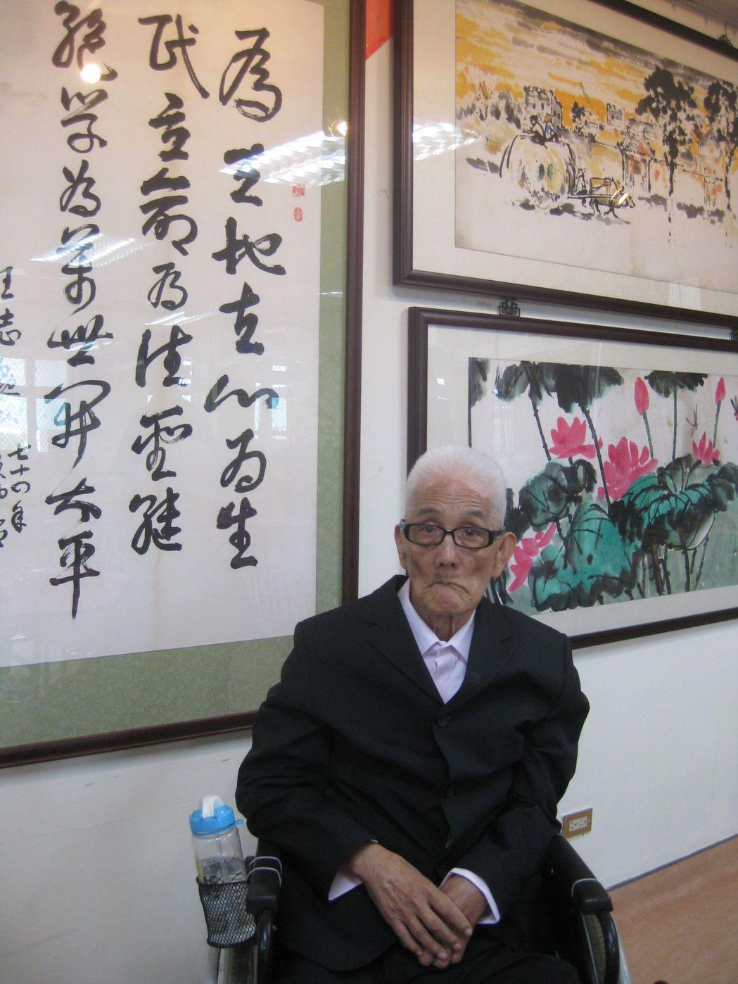 王志勛有美術天份,書畫造詣高,彰化老人養護中心為他舉辦生平第一次個展。記者簡慧珍...