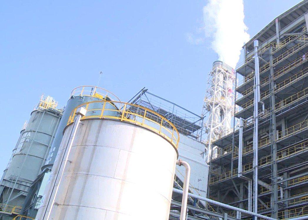 台化彰化廠現在只剩M17汽電共生鍋爐運作。記者林敬家/攝影
