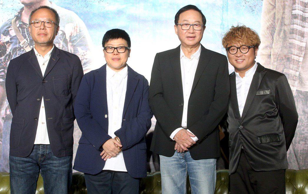 金馬獎入圍提名8項的電影「一路順風」2日舉行記者會,導演鍾孟宏(左起)、監製葉如...