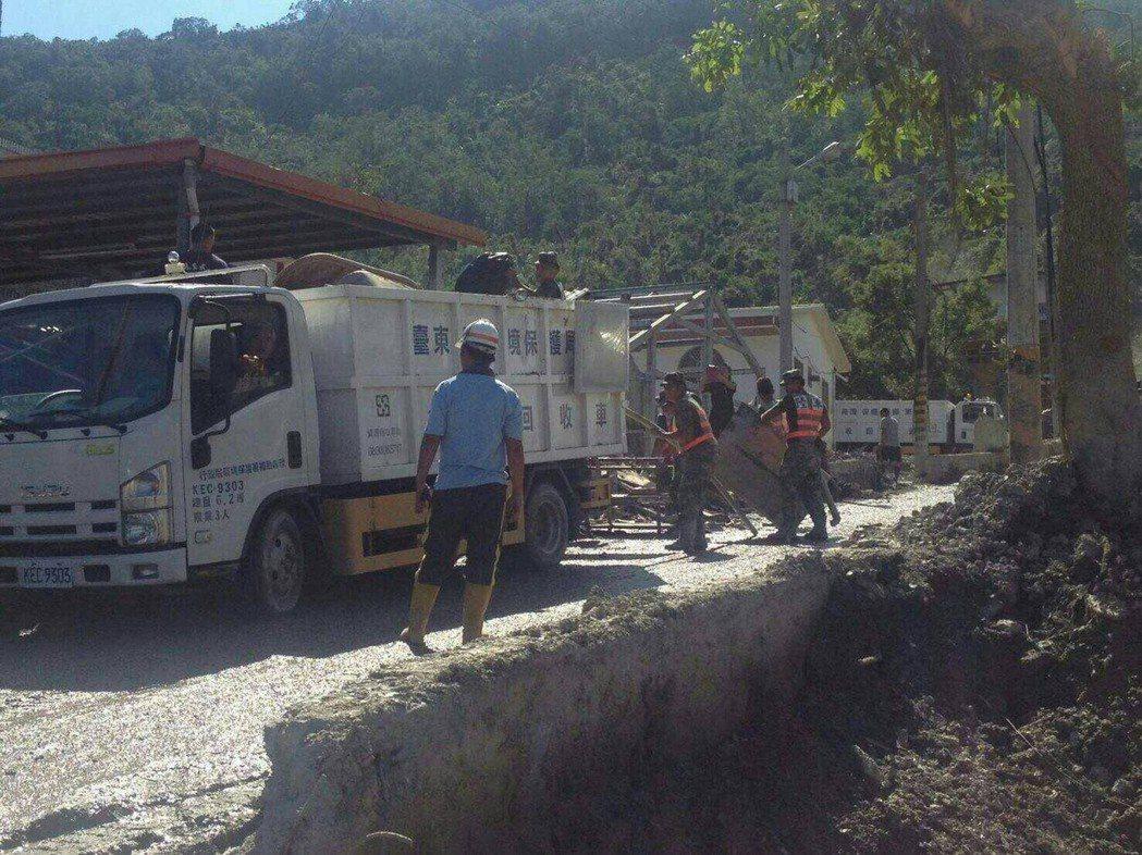 先前連續11天,國軍配合地方政府,協助紅葉村復舊。圖/陸軍台東指揮部提供