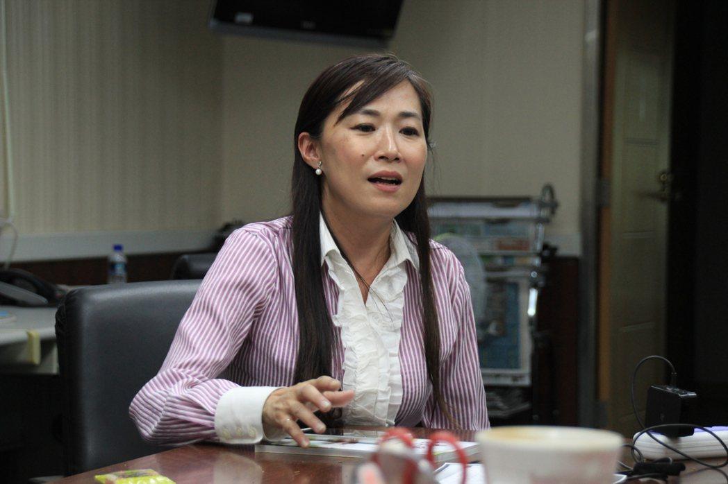 台南市議會民進黨團總召林宜瑾表示,黨團將團結一致,希望在明天完成議長補選。記者曹...