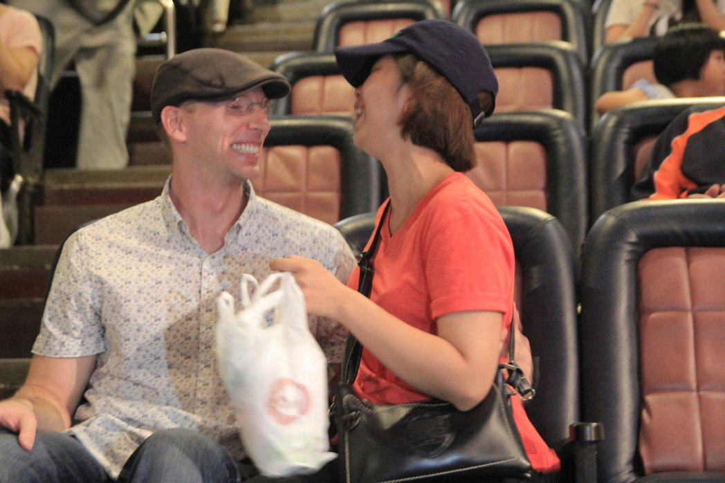美籍男友何杰明(左)與女友求婚,希望能成家立業。記者鄭宏斌/攝影