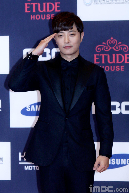 晉久與金智媛以「太陽的後裔」入圍「最佳情侶獎」。圖/摘自MBC