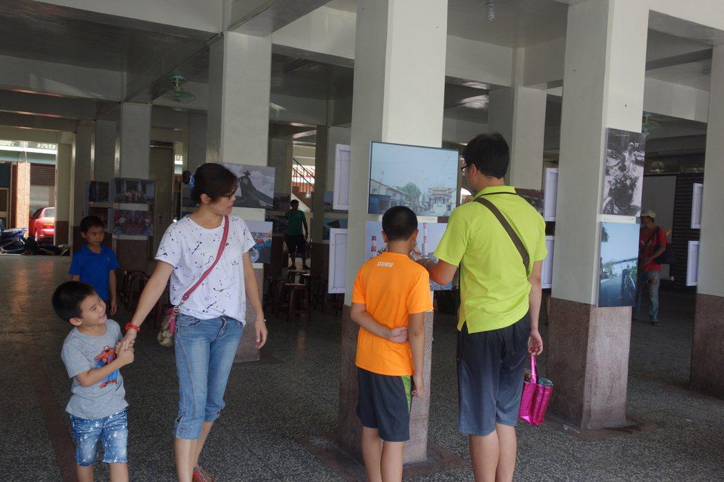 高雄一群青年組成「高雄好過日協會」,在大林蒲舉辦影像展,希望透過影像記錄凝聚在地...