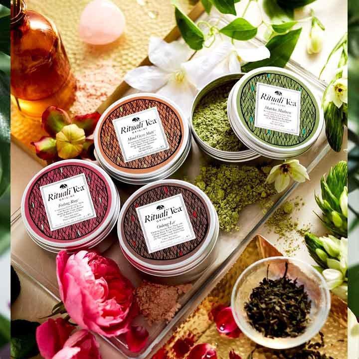 品木宣言愛找茶面膜設計為粉狀,加水融合轉變為慕斯,共有日本抹茶、台灣烏龍茶、南非...