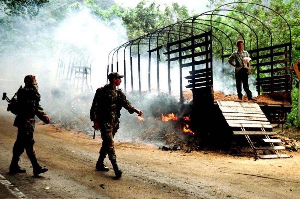 長達52年的漫長「鬥爭」,讓哥倫比亞在半世紀之內付出了22萬人死難、700萬人流...