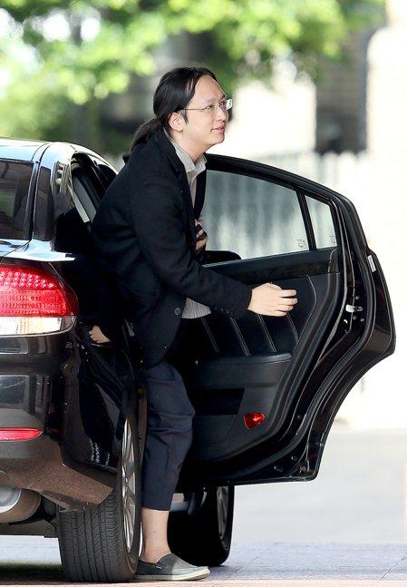 行政院新任政務委員唐鳳今天第一天至行政院報到上班。記者余承翰/攝影