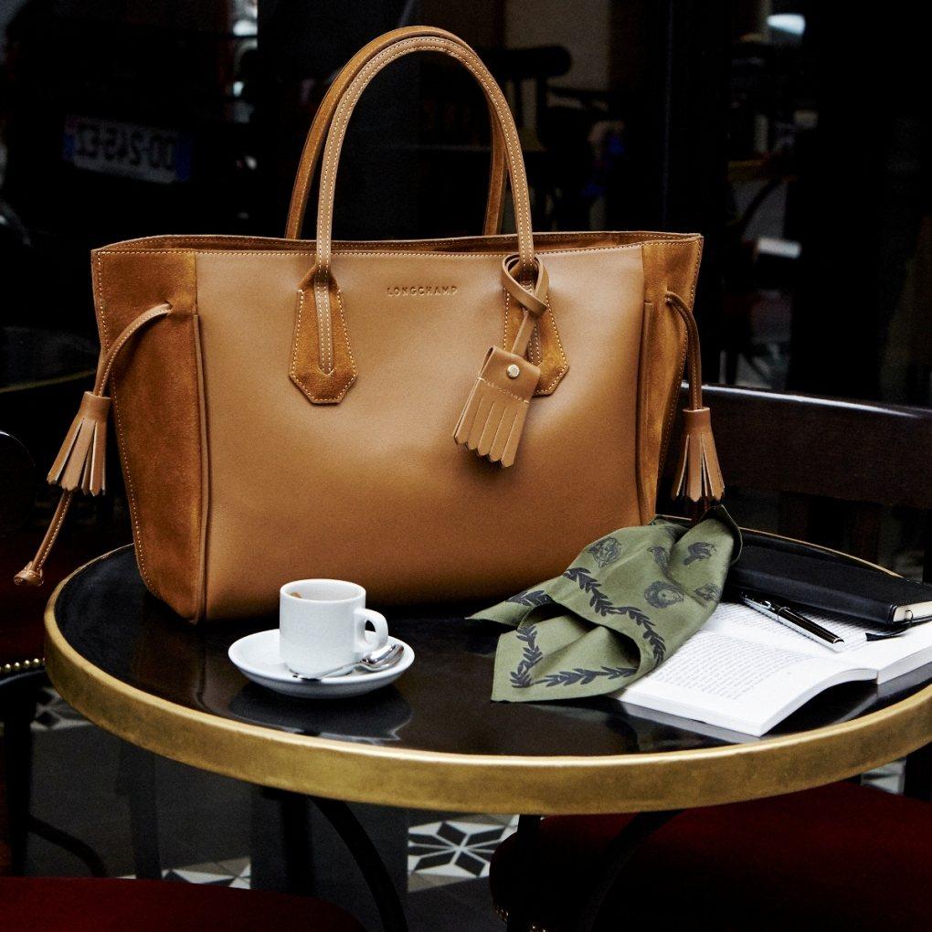 Longchamp Penelope小潘包,售價27,400元至32,600元。...