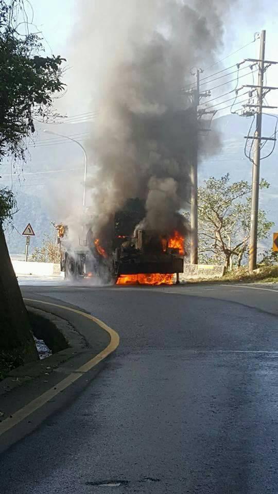 蘇花新澳隧道南出口火燒車已撲滅。圖/取自蘇花即時路況臉書