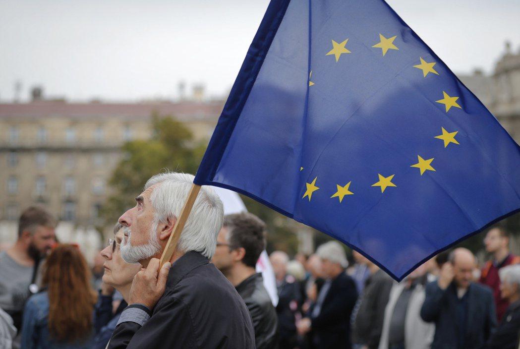 匈牙利的反歐盟移民配額公投,2日儘管有高達99.8%的選民投下贊成票,但投票率未...