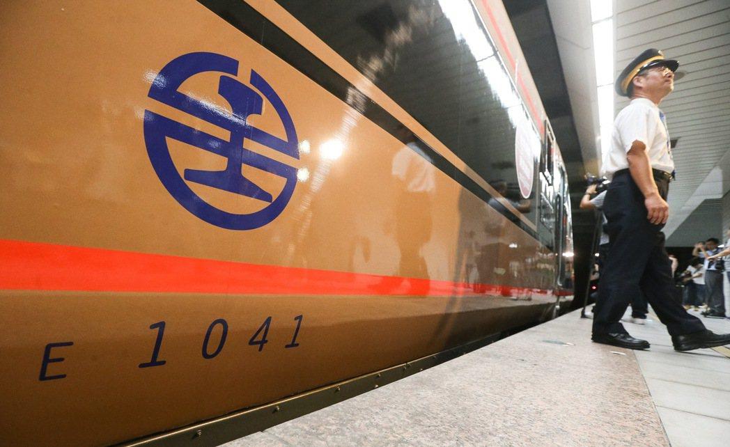 為吸引日本觀光客來台,台鐵與締結友好的東武鐵道合作交換列車塗裝,自強號化身東武鐵...