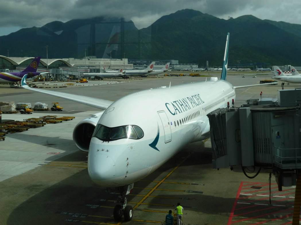 秋季搶客,國泰航空推台北-東京來回經濟艙台幣7,000元。  記者楊文琪/攝影