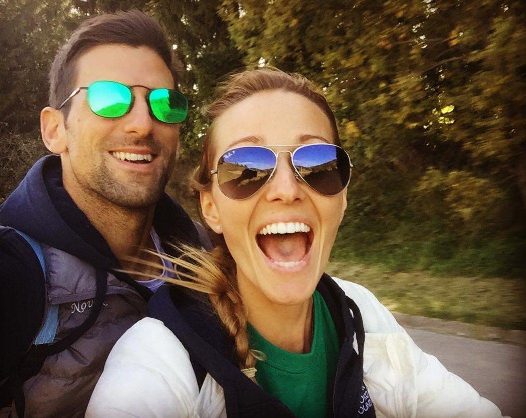 伊蓮娜(右)也在社群網站上曝光和老公約克維奇的放閃照。圖/擷取自伊蓮娜Insta...