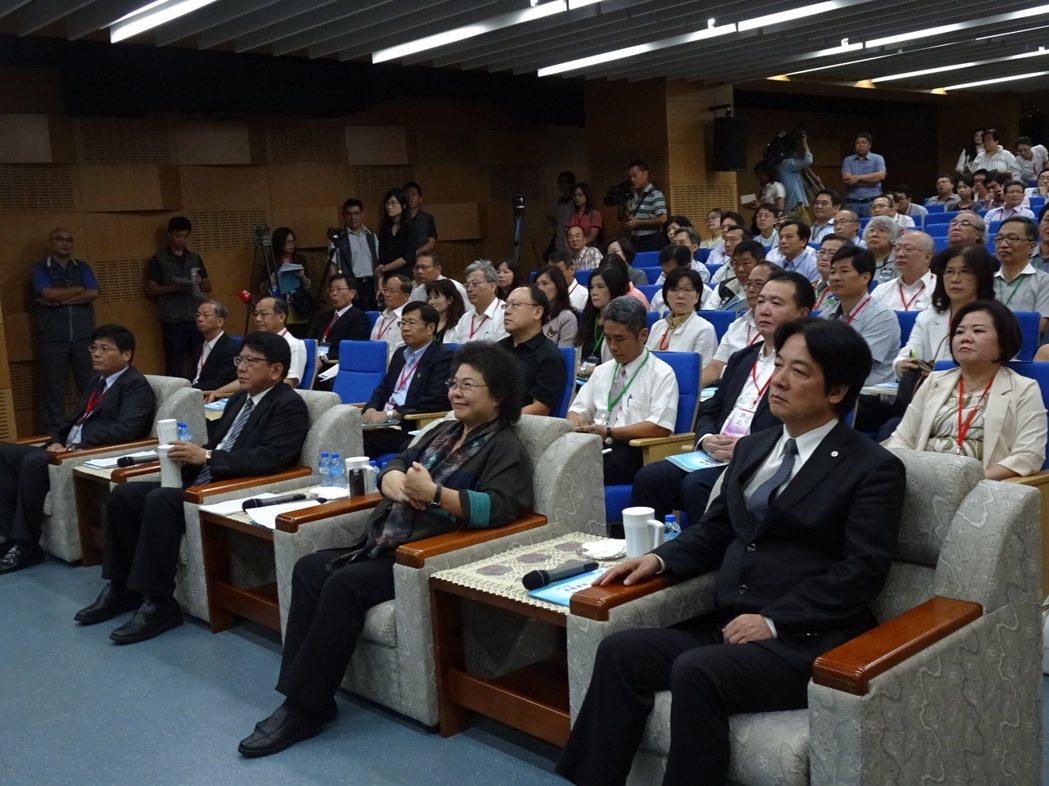 南高屏澎區區域治理平台會議上午在屏東縣政府舉行。記者翁禎霞/攝影
